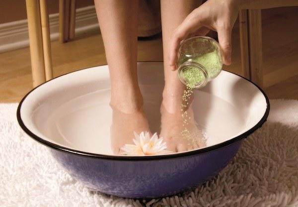 Шелушится кожа на ногах и пальцах ног что делать при шелушении